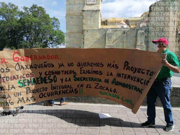Ambientalistas se manifiestan en el zócalo de Oaxaca ante la posible venta de una parte del Cerro de Crestón