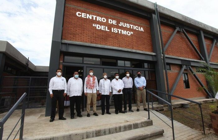 Entrega Alejandro Murat nuevo Centro de Justicia del Istmo