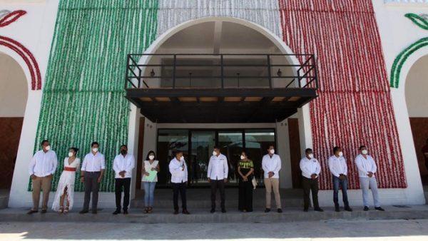 Entrega Alejandro Murat reconstrucción del Palacio Municipal al pueblo de Asunción Ixtaltepec