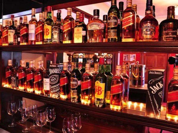 Dueños de bares y cantinas, exigen que los dejen trabajar de manera normal