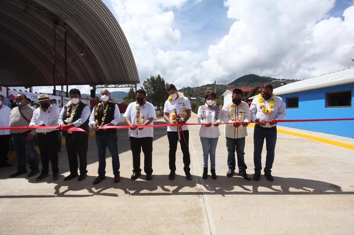 Inaugura AMH obras de infraestructura social en la Sierra Norte