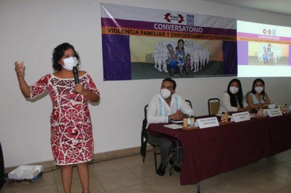 Acerca diputada Laura Estrada Mauro a mujeres líderes con impartidores de justicia
