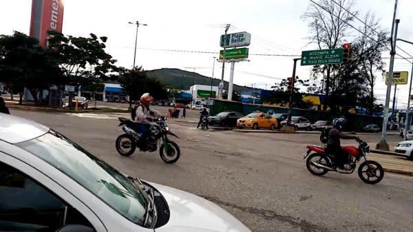 Manifestantes de Montoya y San Martín Mexicapam, liberan calles del centro de Oaxaca