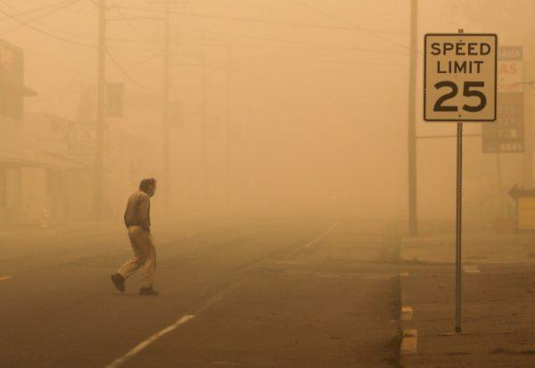 Evacuan a medio millón de personas en Oregon por incendios forestales