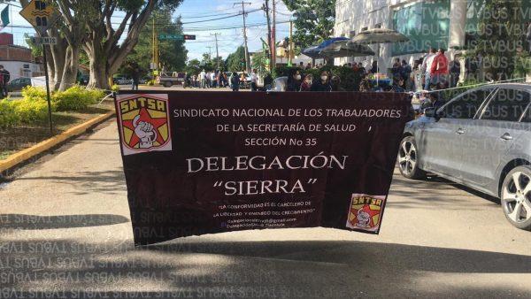 Sector Salud de la sierra toman oficinas de SSO en Oaxaca