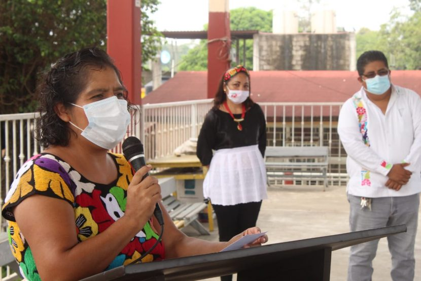 Trabaja diputada Laura Estrada por mejoras en escuelas de Tuxtepec