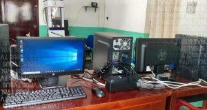 Fundación de Loma Bonita, presta equipo para que estudiantes tomen clases en línea