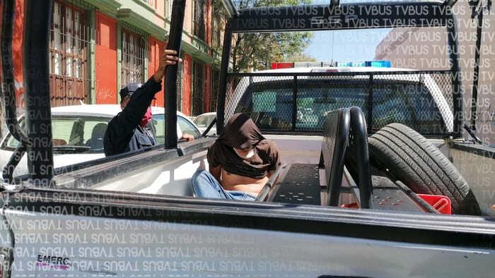 """Policía de Oaxaca detiene a presunto ladrón, intentaba """"cristalear"""" un automóvil estacionado en el centro histórico"""