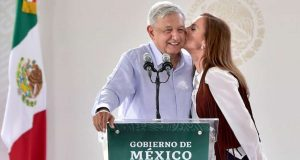 """El Presidente y Gutiérrez Müller obtienen registro para usar """"AMLO"""" y sus nombres como marcas"""