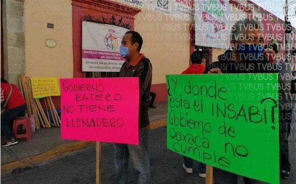 Extrabajadores del seguro popular en Oaxaca, exigen recontratación de INSABI