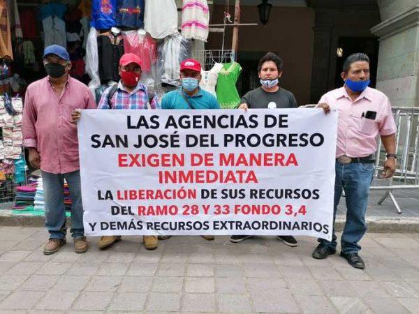 Agencias de San José del Progreso se manifestaron en Oaxaca, piden a su autoridad que les entregue recursos