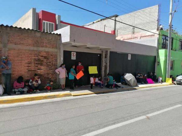 Habitantes de Xoxo toman oficinas de CONAGUA en Oaxaca, denuncian a ex edil por venta de agua