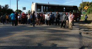 Bloquean carretera Tuxtepec-Valle Nacional a la altura de la colonia Obrera