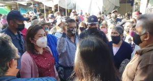 Autoridades y comerciantes se pelean espacios en mercado de abastos en Oaxaca