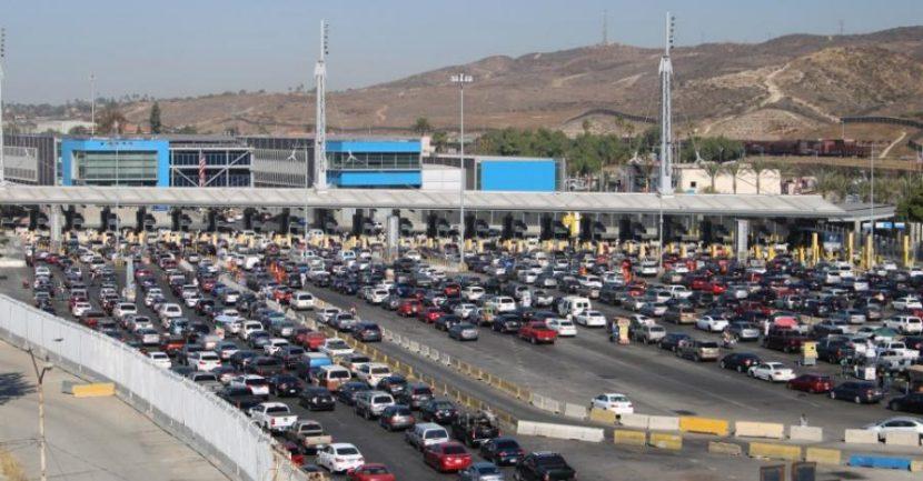 México y EU extienden otro mes restricciones a tránsito en la frontera
