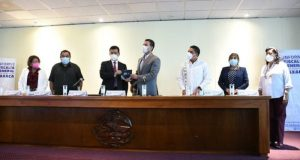 Entrega Fiscal General de Oaxaca, tercer informe de resultados a Mesa Directiva del Congreso del Estado