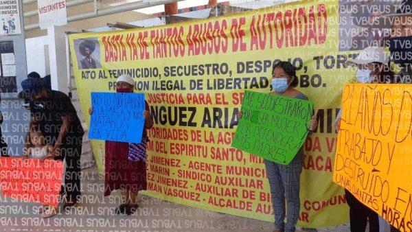 Habitantes de Tamazulapam Mixe se manifiestan en ciudad administrativa, denuncian despojo violento