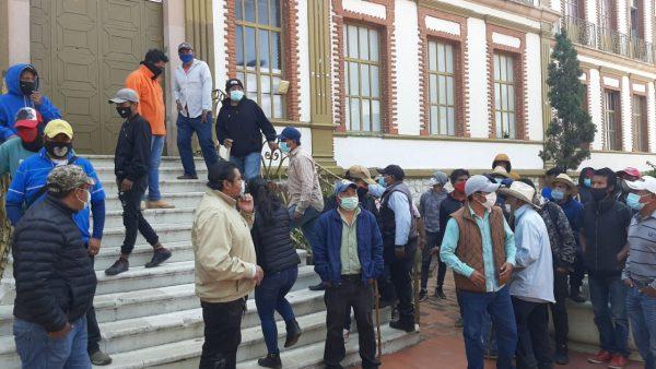 Organizaciones se manifiestan en Fiscalía de Oaxaca, exigen justicia por asesinato de líderes