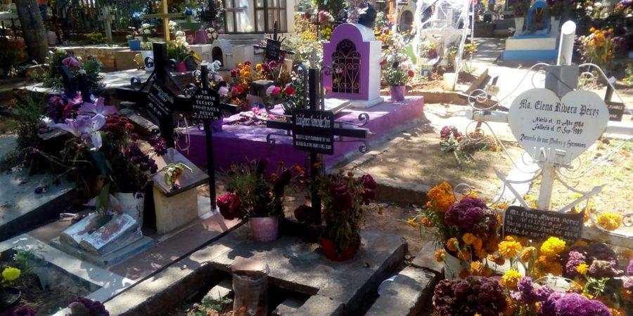 """En San Martín Mexicapam de Cárdenas, cerrarán panteones y prohíben actividades por """"Día de Muertos"""""""