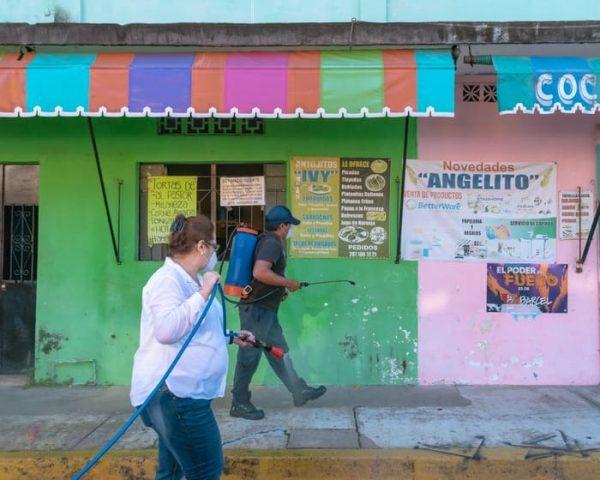 Con el Tequio por la Salud Gobierno de Tuxtepec sanitiza la colonia María Luisa