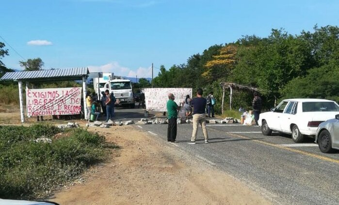 Bloquean carretera en tramo Salina Cruz-Huatulco