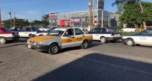 Taxistas de Juchitan bloquean carretera transísmica