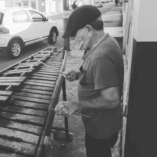 """""""Cayin"""" el músico que será recordado por tocar la marimba en las calles de Tuxtepec"""