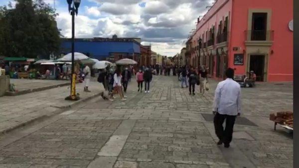 Pese a contingencia, registra andador turístico de Oaxaca concentración de personas por puente vacacional
