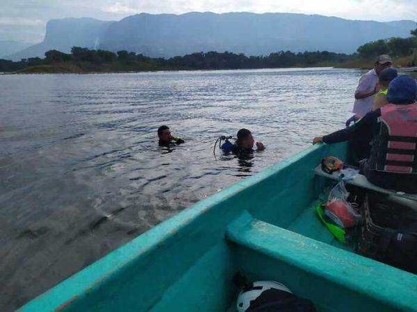 Buscan a persona desaparecida en la presa Miguel Alemán, en Ixcatlán