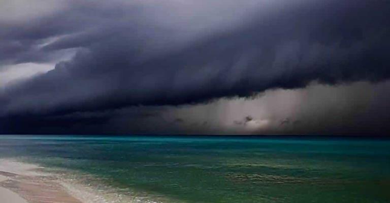 Tormenta en el paraíso: imágenes del paso del huracán Delta por Cancún y Playa del Carmen