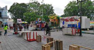 Ferieros se retiran del zócalo, se instalan en estacionamiento de Plaza Oaxaca