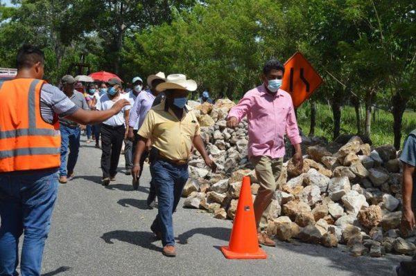 Arranca Irineo molina conservación de la carretera federal Reforma-Ayotzintepec