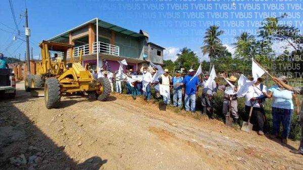 Arrancan obras en Vega del Sol, pide edil de Jacatepec ser vigilantes