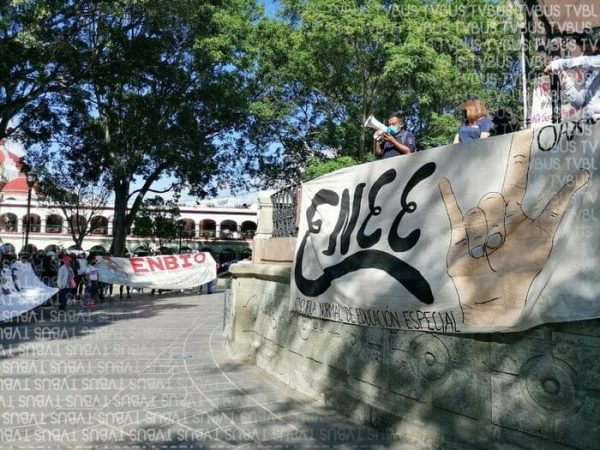 Segundo día de manifestaciones de normalistas, marcharon en rechazo a plataformas para clases en línea