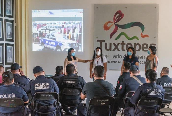 Policías de Tuxtepec en defensa de las mujeres víctimas de violencia
