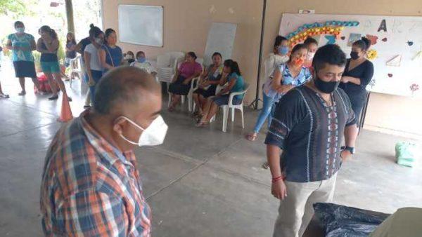 Entregan dotación de alimentos a escuela en Valle Nacional, en apoyo a los que menos tienen
