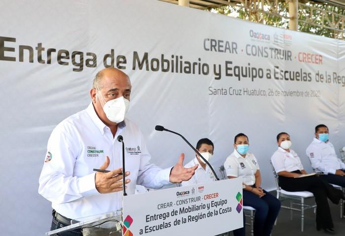Entrega IEEPO mobiliario y equipo a 51 escuelas de la Costa