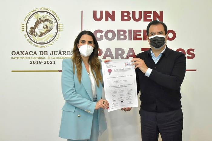 A pesar de críticas por mala administración, edil de Oaxaca Oswaldo García; recibe premio al Buen Gobierno