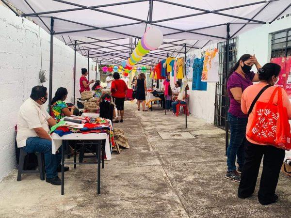 """Asociación de Madres solteras, invita a consumir en el """"corredor Artesanal"""""""