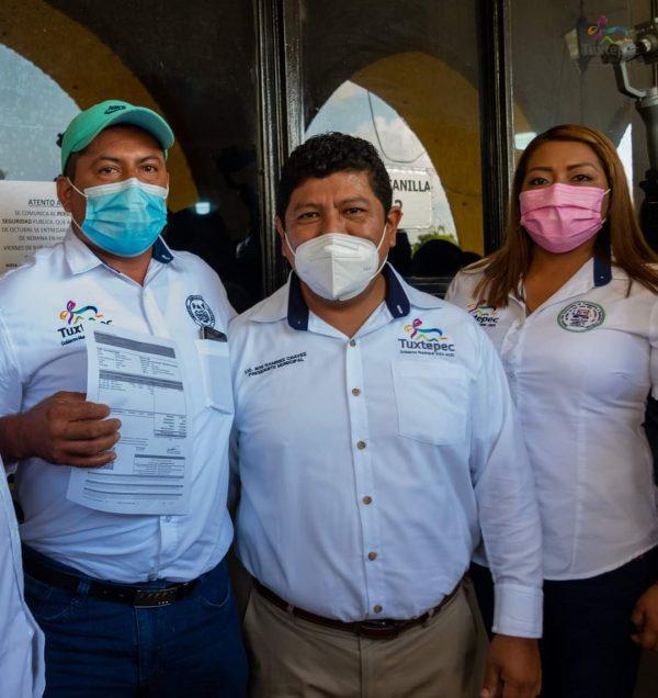 Entregan 50% del aguinaldo a trabajadores del ayuntamiento de Tuxtepec