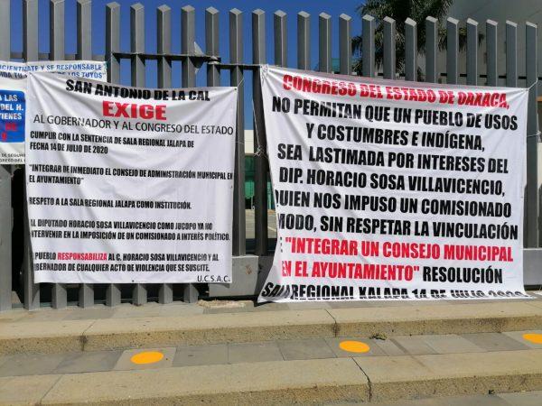 Habitantes de San Antonio de la Cal protestan en Congreso de Oaxaca