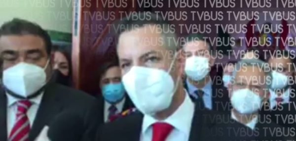 Murat anuncia recortes al personal de confianza por pandemia