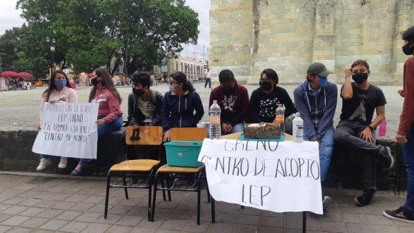 Normalistas instalan centro de acopio para damnificados de Tabasco