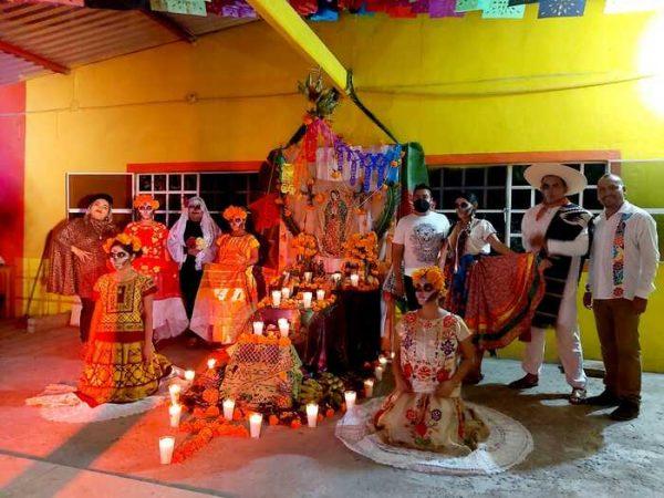 Comunidad LGBT de Tuxtepec preserva tradiciones en Día de Muertos