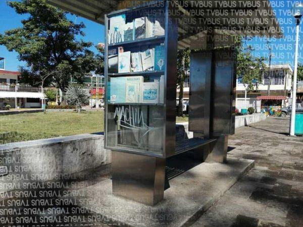 """Abandonado """"Paralibros"""" en parque Juárez de Tuxtepec"""