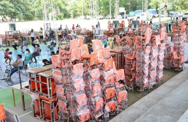 Compromiso cumplido, IEEPO entrega de mobiliario, equipo y material a tres mil 215 escuelas