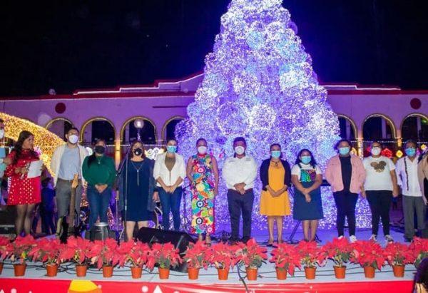 """Con encendido de luces, inauguran en Tuxtepec """"Navidad de la esperanza"""""""