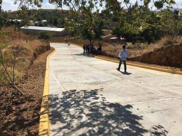 Inauguran obra de pavimentación en San Andrés Ixtlahuaca