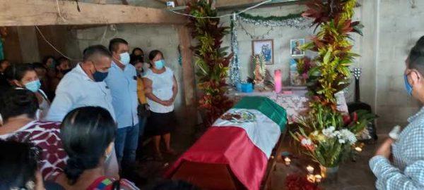 Indígenas Chinantecos, despiden a exedil de Ojitlán