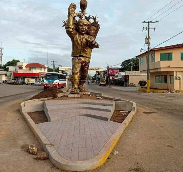 """Instalan monumento al """"ponitero"""" en Loma Bonita"""